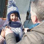 Bjørn-Egil deler ut en strikkedress